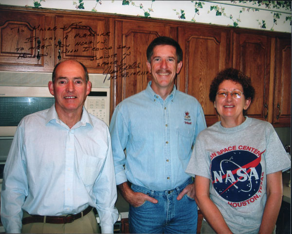 Jim and Máire George with astronaut Jim Reilly