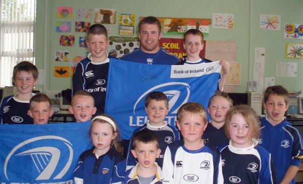 Sean O'Brien with Rathoe schoolchildren
